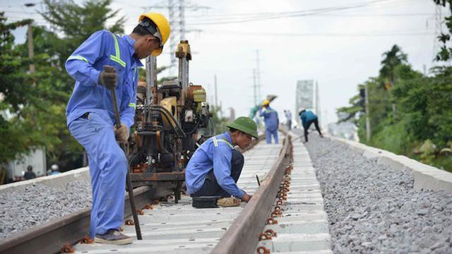 Cầu đường sắt trăm tỷ ở Sài Gòn trước ngày thông xe - Ảnh 7.