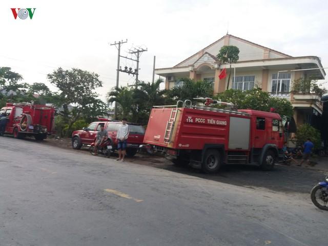 Cháy nhà máy giấy ở Tiền Giang lúc rạng sáng, thiệt hại gần 10 tỷ đồng - Ảnh 8.