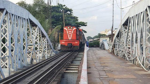 Cầu đường sắt trăm tỷ ở Sài Gòn trước ngày thông xe - Ảnh 8.