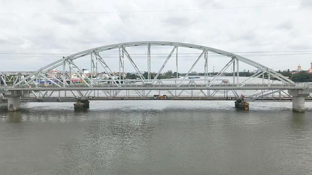 Cầu đường sắt trăm tỷ ở Sài Gòn trước ngày thông xe - Ảnh 9.