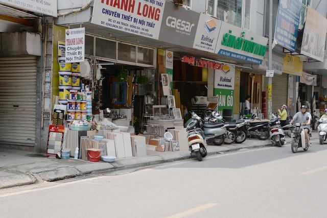 Nhức nhối những tuyến vỉa hè biến thành xưởng sản xuất ở Hà Nội - Ảnh 10.