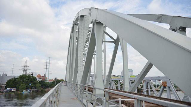 Cầu đường sắt trăm tỷ ở Sài Gòn trước ngày thông xe - Ảnh 10.