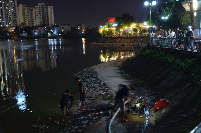 Hà Nội: Đang cháy ngùn ngụt tại nhà máy phích nước Rạng Đông - Ảnh 4.