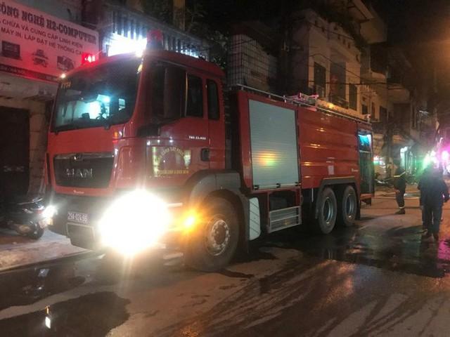 Hà Nội: Đang cháy ngùn ngụt tại nhà máy phích nước Rạng Đông - Ảnh 11.