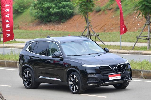 Toàn cảnh màn lái thử xe Vinfast với vận tốc 100 km/h của Thủ tướng 94 tuổi Mahathir Mohamad - Ảnh 6.