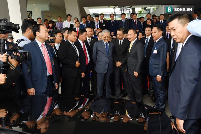 Tuổi U100 của Thủ tướng Malaysia và tốc độ 100km/h trên đất Việt - Ảnh 1.