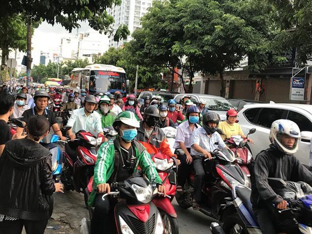 Cửa ngõ Sài Gòn đông nghẹt trước giờ nghỉ lễ Quốc khánh 2/9 - Ảnh 1.