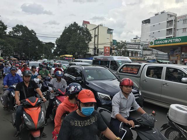 Cửa ngõ Sài Gòn đông nghẹt trước giờ nghỉ lễ Quốc khánh 2/9 - Ảnh 2.
