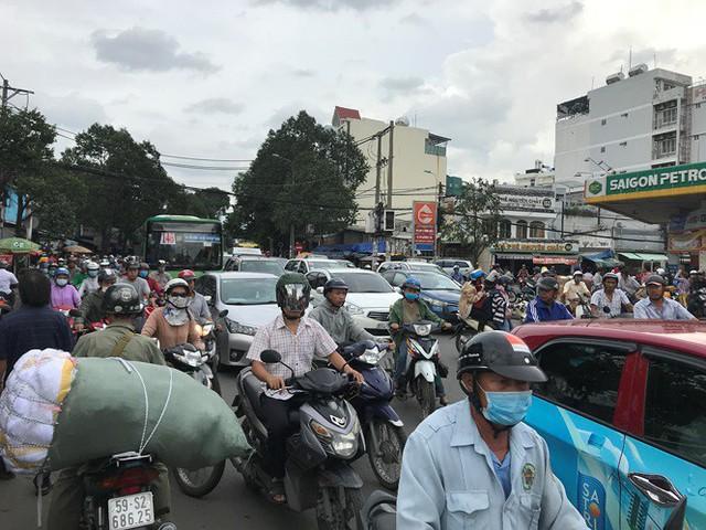 Cửa ngõ Sài Gòn đông nghẹt trước giờ nghỉ lễ Quốc khánh 2/9 - Ảnh 3.