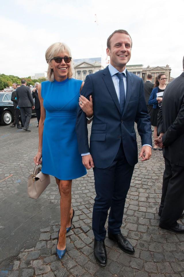 Hóa ra đôi chân vượt tuổi tác của Đệ nhất phu nhân Pháp không chỉ khiến chị em ghen tị, chồng trẻ si mê mà giới truyền thông cũng điêu đứng - Ảnh 4.