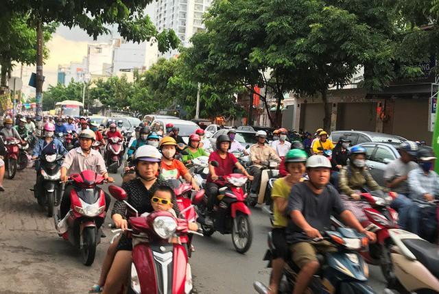 Cửa ngõ Sài Gòn đông nghẹt trước giờ nghỉ lễ Quốc khánh 2/9 - Ảnh 4.