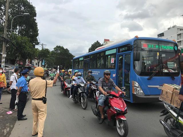 Cửa ngõ Sài Gòn đông nghẹt trước giờ nghỉ lễ Quốc khánh 2/9 - Ảnh 5.