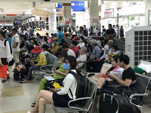 Cửa ngõ Sài Gòn đông nghẹt trước giờ nghỉ lễ Quốc khánh 2/9 - Ảnh 6.