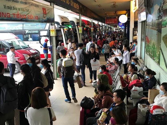 Cửa ngõ Sài Gòn đông nghẹt trước giờ nghỉ lễ Quốc khánh 2/9 - Ảnh 7.