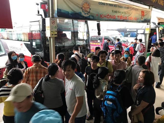 Cửa ngõ Sài Gòn đông nghẹt trước giờ nghỉ lễ Quốc khánh 2/9 - Ảnh 8.