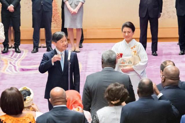 Hoàng hậu Masako tỏa sáng tại tiệc chiêu đãi với thần thái hơn người, vẻ đẹp xuất chúng trong bộ kimono truyền thống, trổ tài ngoại giao bên chồng - Ảnh 7.