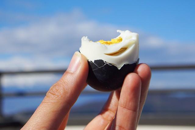 Người ta tin rằng ăn một quả trứng đen này của Nhật Bản sẽ tăng thêm 7 năm tuổi thọ - Ảnh 9.