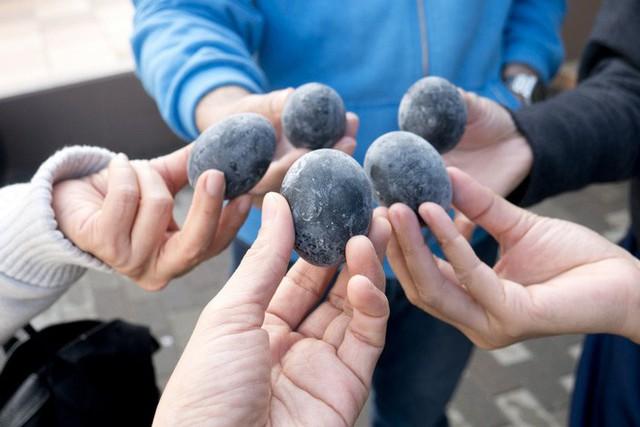 Người ta tin rằng ăn một quả trứng đen này của Nhật Bản sẽ tăng thêm 7 năm tuổi thọ - Ảnh 8.