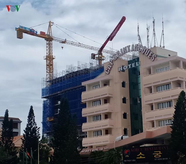Xây dựng nhà cao tầng không phép DIC bị phạt 1 tỷ đồng - Ảnh 1.