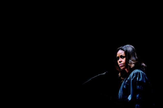 Dành cả thanh xuân để theo đuổi và tốt nghiệp Luật Harvard, vì sao Michelle Obama chọn bỏ nghề dù lương 3 tỷ đồng? Câu trả lời thực sự khiến số đông phải suy nghĩ! - Ảnh 2.