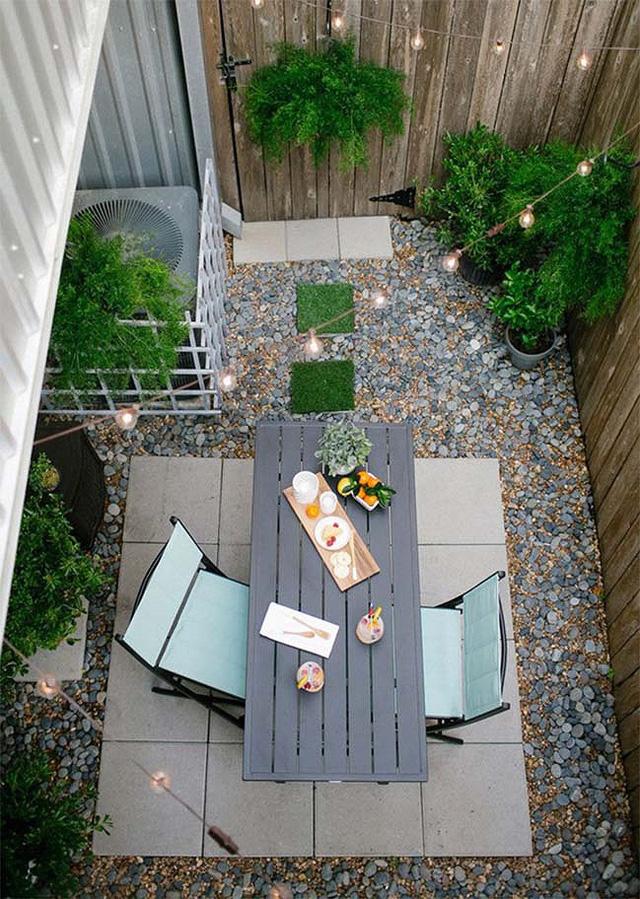 Bạn có thể biến sân sau của ngôi nhà thành khu vực ăn uống ngoài trời.