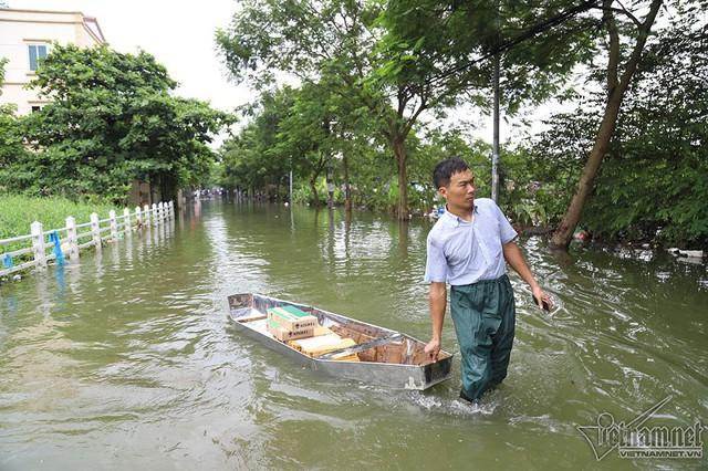 Cảnh khó tin của hàng trăm hộ dân Hà Nội sau 3 ngày mưa bão - Ảnh 3.
