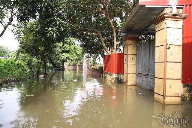 Cảnh khó tin của hàng trăm hộ dân Hà Nội sau 3 ngày mưa bão - Ảnh 12.
