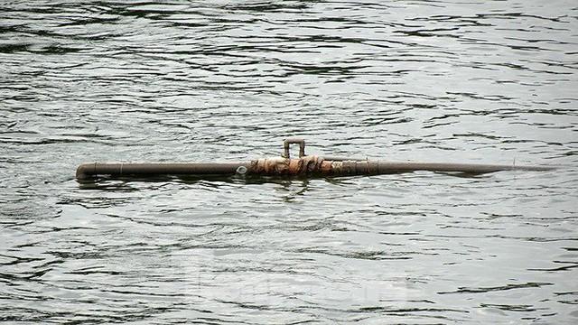 Nước sông Tô Lịch trong veo sau bão, cần thủ thỏa sức buông câu bắt cá - Ảnh 12.