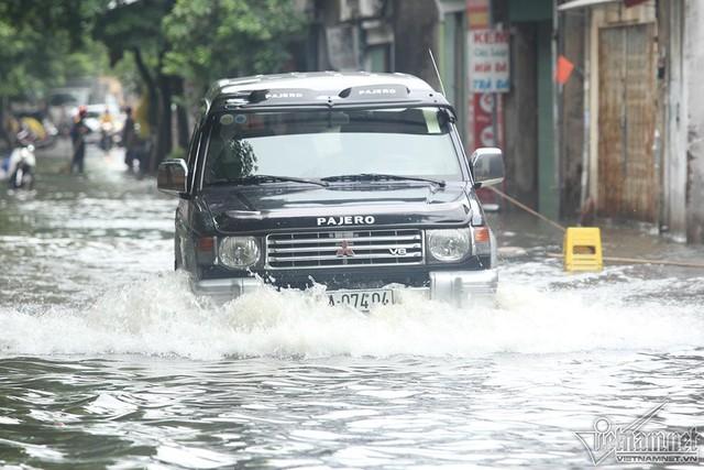 Cảnh khó tin của hàng trăm hộ dân Hà Nội sau 3 ngày mưa bão - Ảnh 18.
