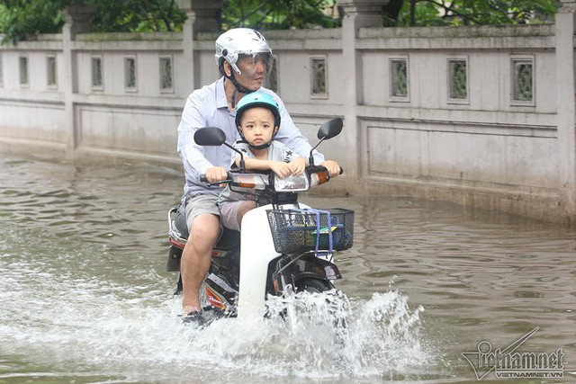 Cảnh khó tin của hàng trăm hộ dân Hà Nội sau 3 ngày mưa bão - Ảnh 21.