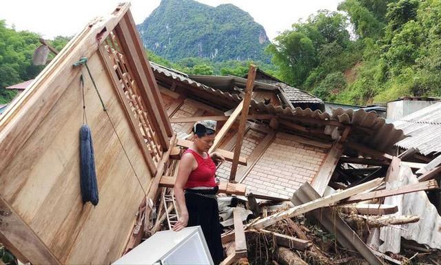 Cận cảnh bản làng tan hoang nơi 17 người bị lũ dữ cuốn trôi, 12 người mất tích  - Ảnh 5.