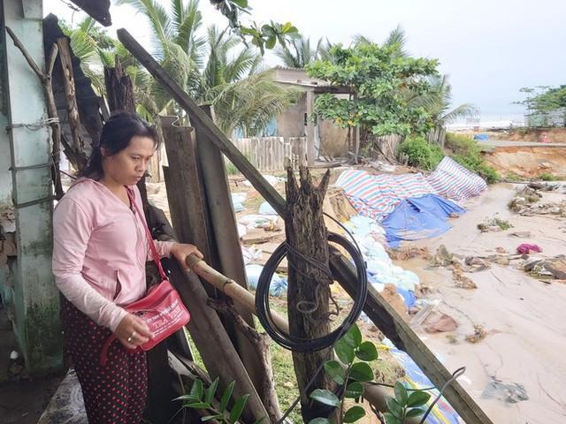 """Nước """"lũ"""" rút, nhiều nhà dân ở Phú Quốc tan hoang  - Ảnh 2."""