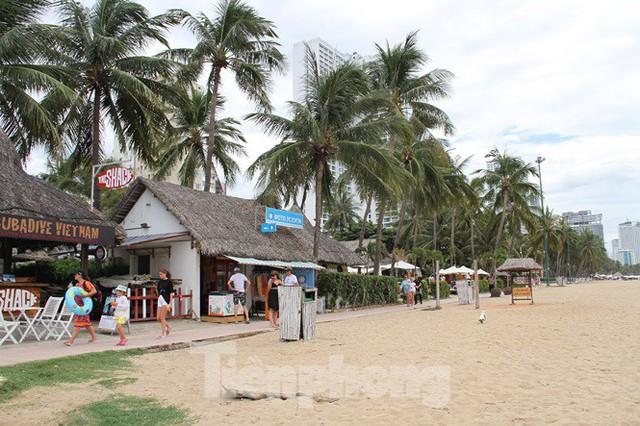 Cao ốc, khách sạn chọc trời đua nhau che mặt biển Nha Trang - Ảnh 2.
