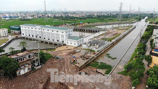 Nhìn gần trạm bơm tiêu Yên Nghĩa sau chuỗi ngày Hà Nội mưa không lối thoát - Ảnh 2.