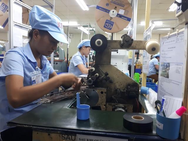Mỗi lao động Việt làm ra 102 triệu/năm, bằng 1/30 Singapore - Ảnh 1.