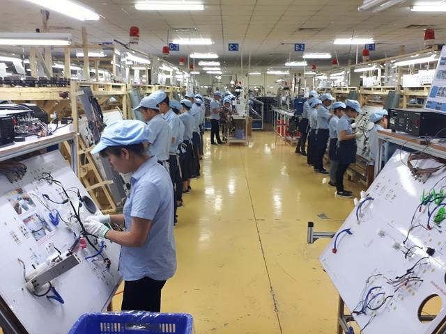 Mỗi lao động Việt làm ra 102 triệu/năm, bằng 1/30 Singapore - Ảnh 2.