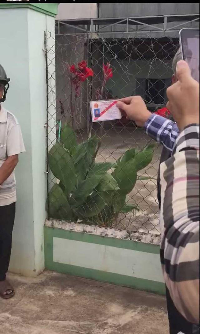 Giây phút bắt tại trận phó Viện trưởng VKSND nhận hối lộ 2.500 USD - Ảnh 4.