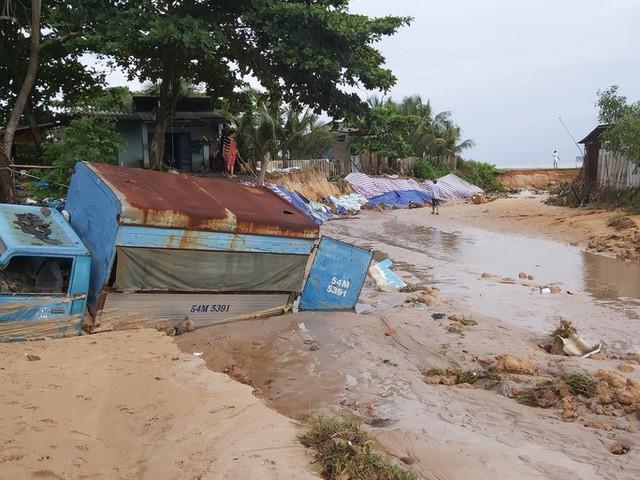 """Nước """"lũ"""" rút, nhiều nhà dân ở Phú Quốc tan hoang  - Ảnh 5."""