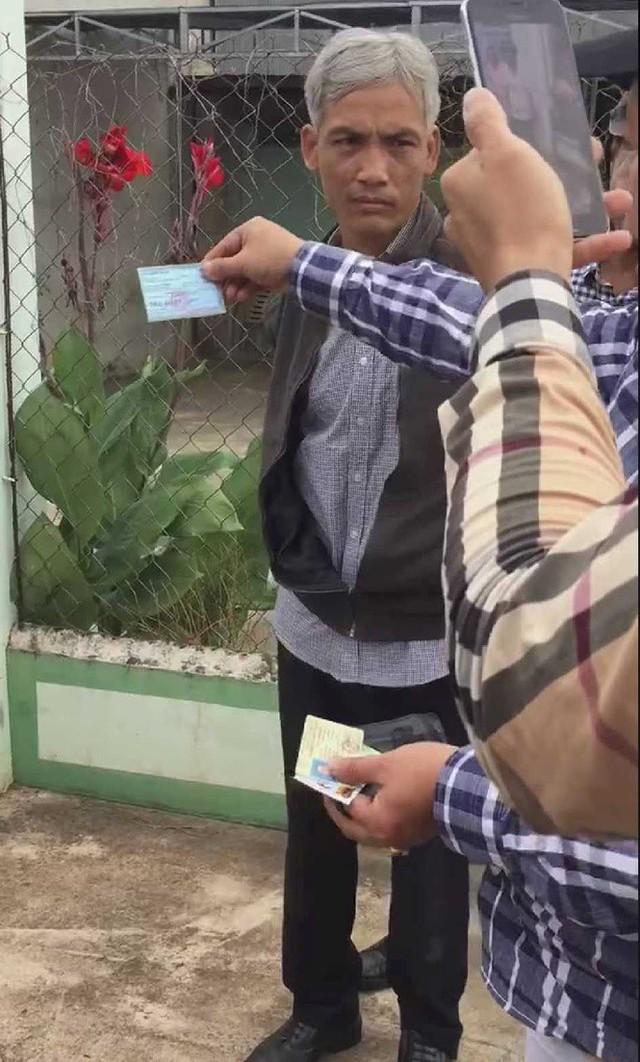 Giây phút bắt tại trận phó Viện trưởng VKSND nhận hối lộ 2.500 USD - Ảnh 6.