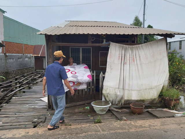 """Nước """"lũ"""" rút, nhiều nhà dân ở Phú Quốc tan hoang  - Ảnh 7."""