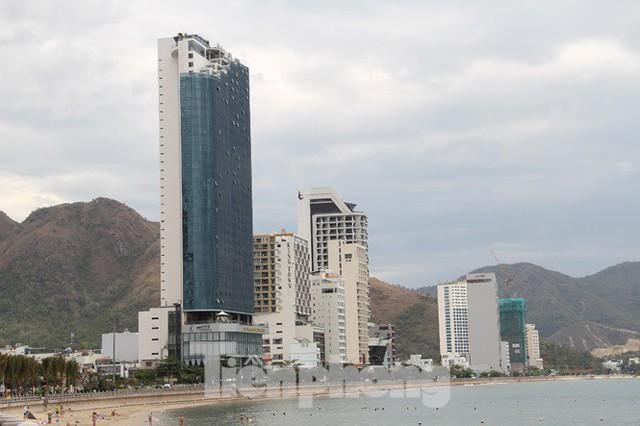 Cao ốc, khách sạn chọc trời đua nhau che mặt biển Nha Trang - Ảnh 8.