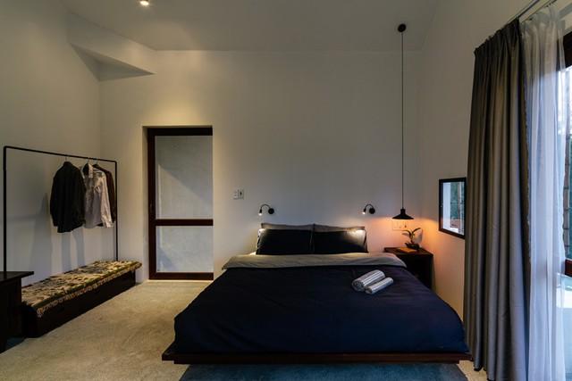 Giường ngủ đơn giản, thoải mái.