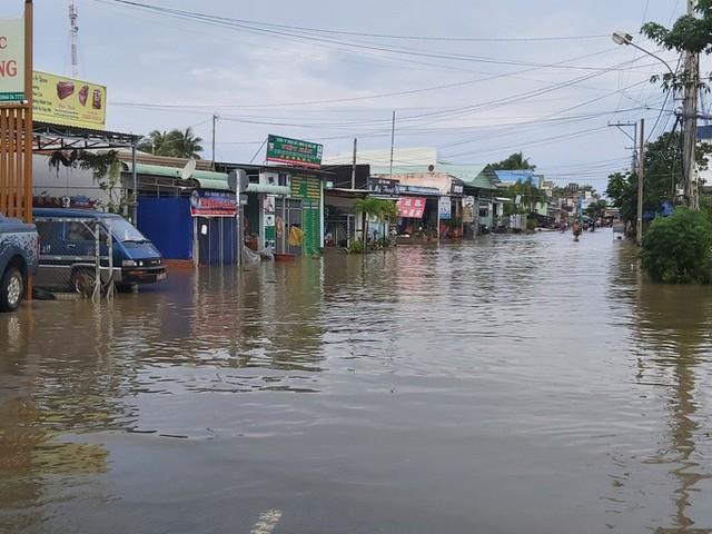 """Nước """"lũ"""" rút, nhiều nhà dân ở Phú Quốc tan hoang  - Ảnh 10."""