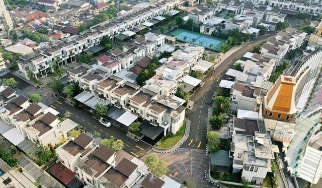 Bất ngờ với ngôi làng biệt thự được xây trên nóc tòa nhà cao tầng  - Ảnh 4.