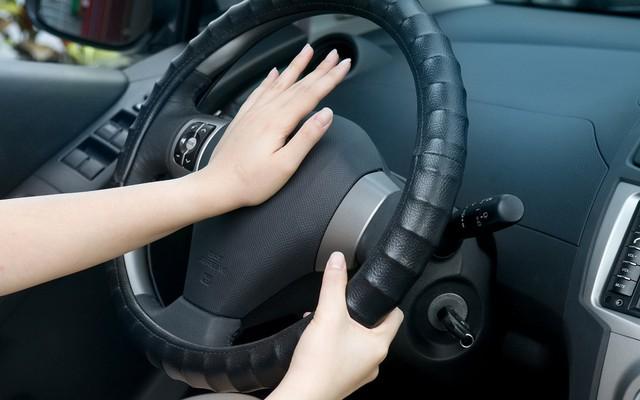 Trẻ cần được trang bị kĩ năng gì để thoát chết khi phát hiện mình bị bỏ quên trên ô tô? - Ảnh 2.