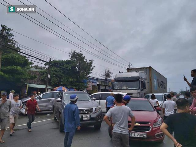 Xe container lùa 5 ô tô trên Quốc lộ 13, nhiều người b.ị t.hương - Ảnh 1.