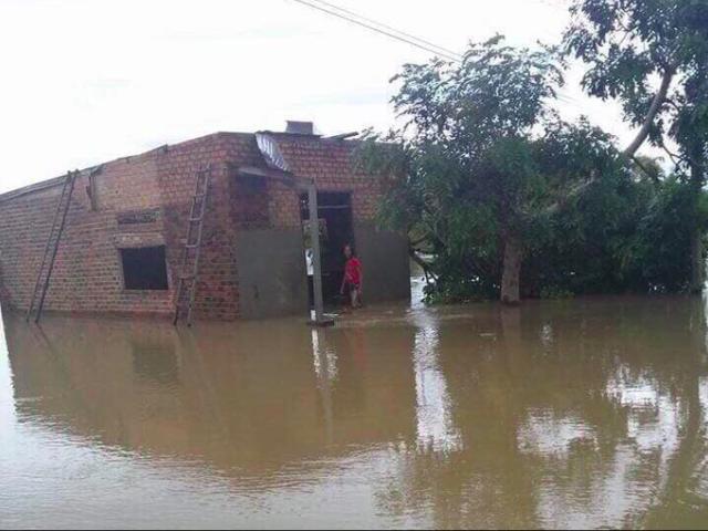 Mưa khủng khiếp ở Đắk Lắk, nhiều xã ngập nặng, chia cắt - Ảnh 1.