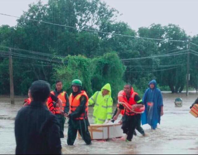 Mưa khủng khiếp ở Đắk Lắk, nhiều xã ngập nặng, chia cắt - Ảnh 2.