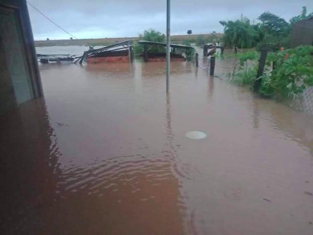 Mưa khủng khiếp ở Đắk Lắk, nhiều xã ngập nặng, chia cắt - Ảnh 3.