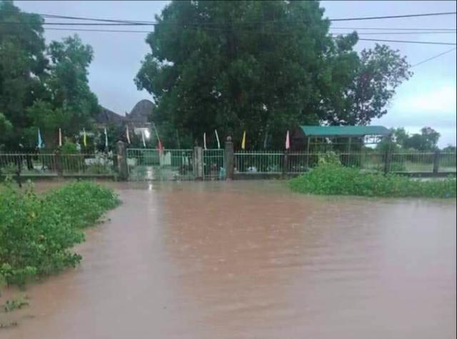 Mưa khủng khiếp ở Đắk Lắk, nhiều xã ngập nặng, chia cắt - Ảnh 4.